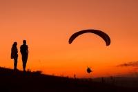 Günbatımı paraşüt seyri.. - Fotoğraf: Cengiz Türk