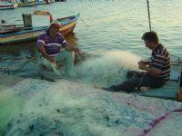 Balıkçılar Ağlarını Örüyorlar