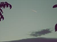 Bulut Üstü Bir Uçak Gidiyor Ardına İz Bırakarak