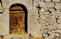 Taş Duvar & Ahşap Kapı....
