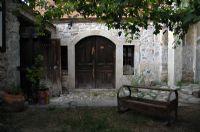 Avlu Beşik Ve Kapı