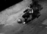 Çocuğun Topa Vuruş Anı