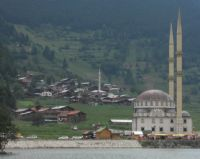 Uzungölün Camisi