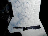 Karşılıklı Asılan Çamaşırlarla Oluşan Komşuluk..