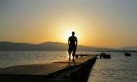 Günün En Güzel Işığına Yürümek