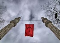 İki Minare Arasında Şanlı Bayrağımız