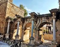 Hadrian Kapısı(üç Kapılar)