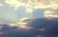Gün Doğarken Ardından Bulutların