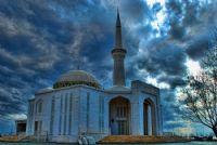 Mavi Gökkuleye Uzanan Minare