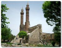 Çifte Minareli Medrese 1