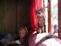 Tatlı Köy Kızı Ve Kedisi