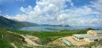 Van Gölü Kıyısından