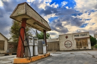 Eski Bir Benzin İstasyonu