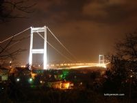 Gece Karanlığında Fatih Sultan Mehmet Köprüsü