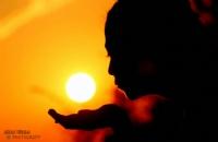 'güneşi Tut Akşam Olmasın'