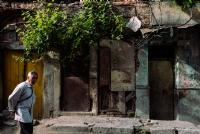 Sarı Kapılı Eski Ev.