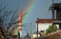 Camii Manzarasında Süpriz Gök Kuşağı