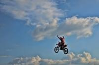 Bulutlara Uçmak