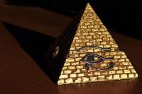 Evdeki Piramit