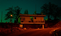 Renkli Gecede Bir Ev