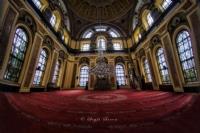 Bezmialem Valide Sultan Camii Ya Da Dolmabahçe Cam